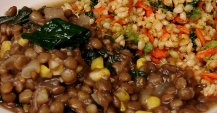 Green lentils with lacinato kale and sweet corn; brown rice with broccoli and carrots
